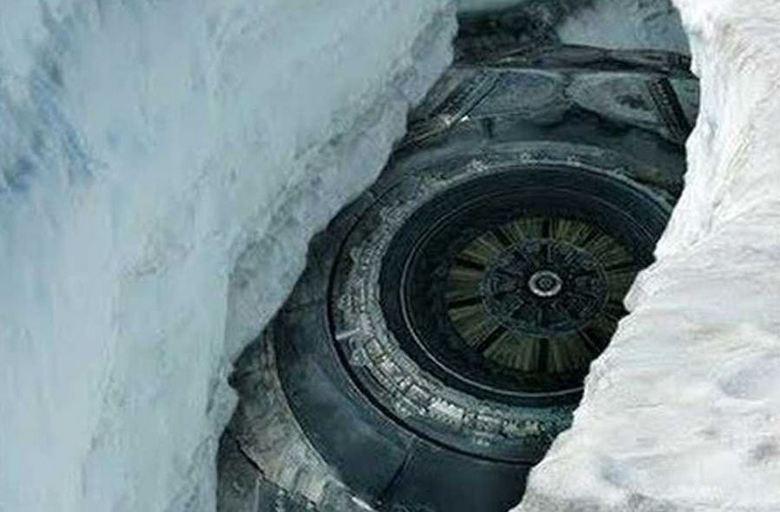 In the ice of Antarctica is buried a giant UFO?