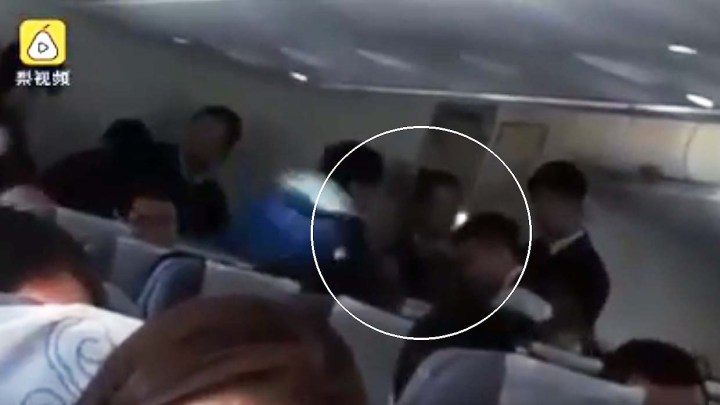Passenger of an airplane possessed by evil spirits causes an emergency landing in China