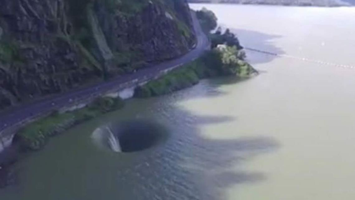 Portal on the water leaves swimmers in Lake of California surprised
