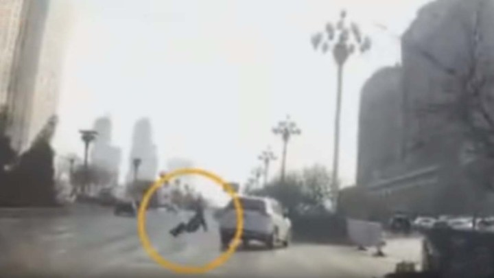 A video shows the moment when a teleported person causes an accident in China