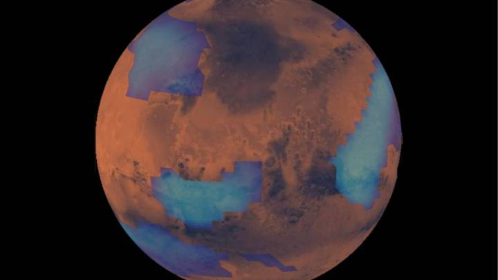 NASA records a strange formation of clouds on Mars