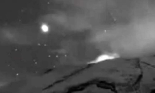 A UFO was recorded leaving the interior of the Popocatépetl volcano