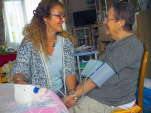 Soins medical de Gwenaële aux personnes âgées