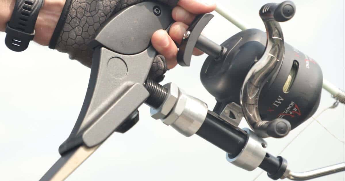 Two Factors to Consider When Picking a Bowfishing Reel