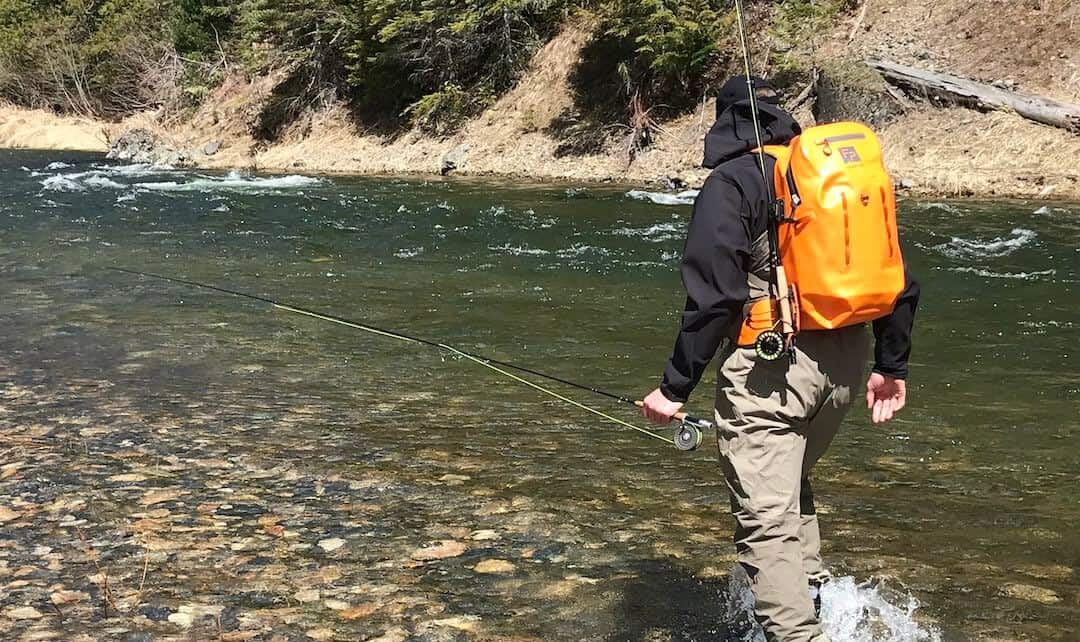 consideration to choose the right backpack for fishing