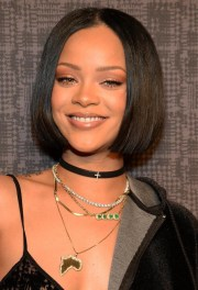of rihanna shoulder length