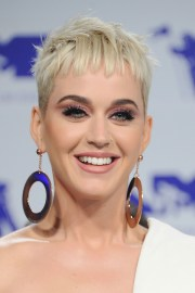 of gray pixie hairstyles