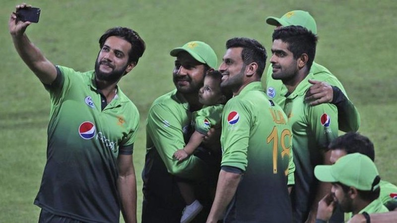 Sarfraz claims players are lobbying against captaincy