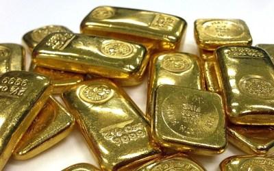 Investir dans l'or en 2020 : notre avis sur les avantages, les risques et comment s'y prendre.