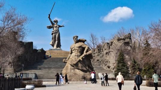 Statua-Majka-Otadzbina-u-Volgogradu-Jevgenjij-Vucetic-3