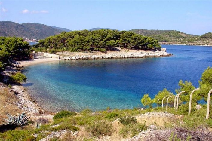 Бывшая военно-морская база Югославии стала туристической достопримечательностью