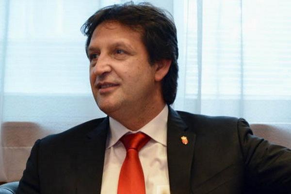 Министр обороны Сербии отправлен в отставку из-за неудачной шутки