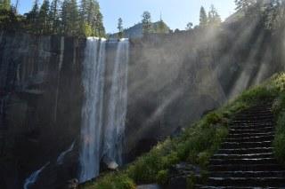 waterfall-984180_640