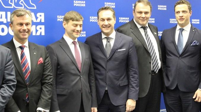 Foto von links nach rechts: Norbert Hofer, Vertragsunterzeichner Sergey Zheleznyak und HC Strache, Vizepräsident der Duma Petr Tolstoy, Johann Gudenus.
