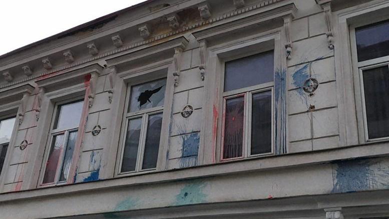 Die Fassade des Gebäudes wurde ruiniert.