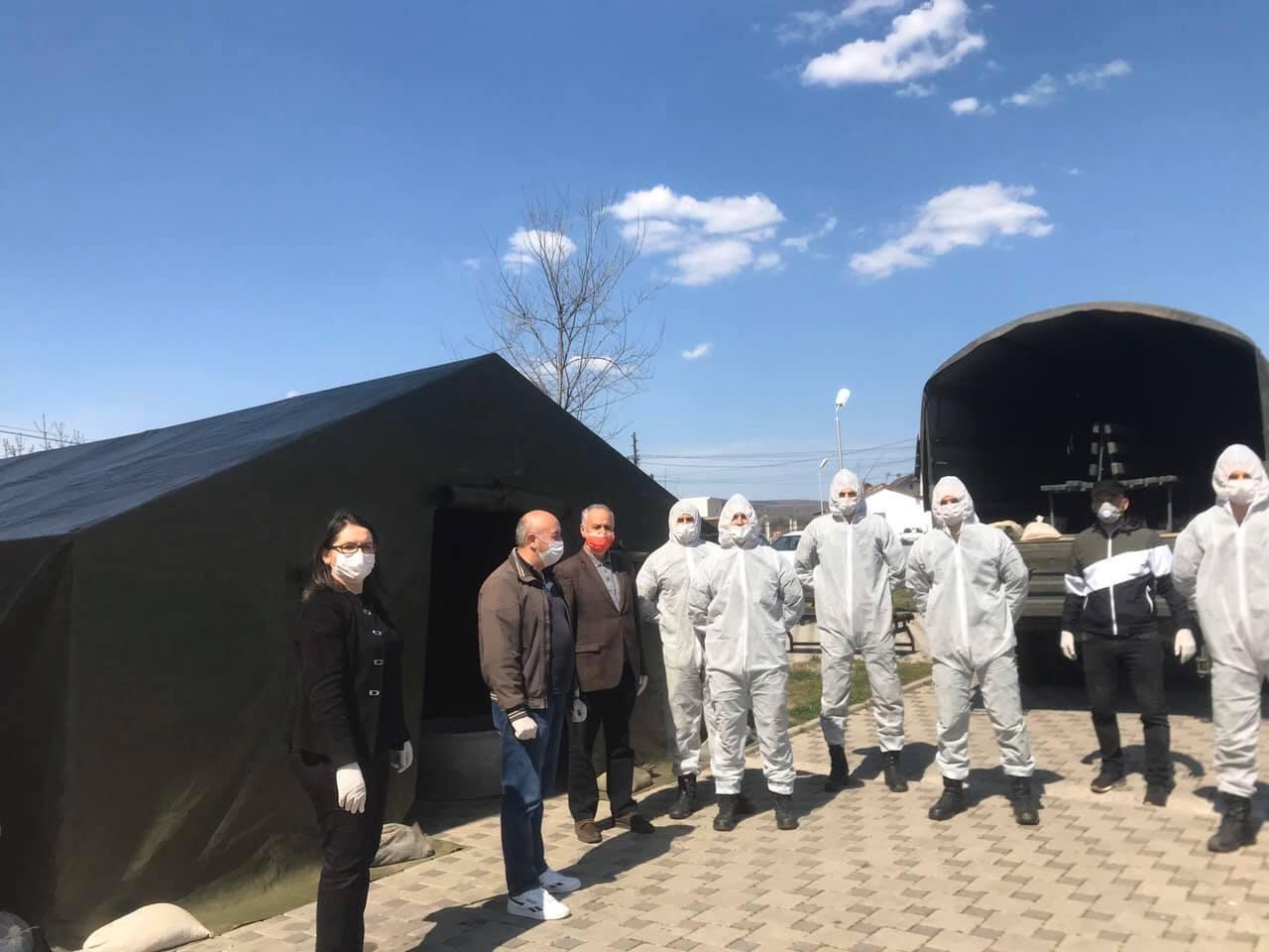 Në Qendrën e Mjekësisë Familjare në Pozheran vendoset tenda për kontrollin e pacientëve
