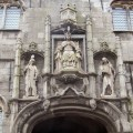 Relief mit drei Figuren über Eingangstor Abtei Middelburg