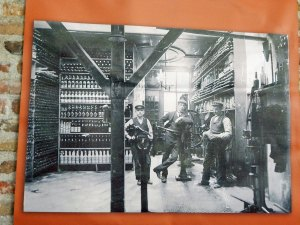 Historisches Foto mit drei Bierbrauern aus Zeeland