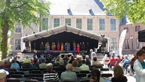 Bühne beim Chorfestival Middelburg im Innenhof der Abtei