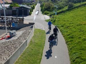 Fahrradgruppe auf Bunkerroute Zeeland am Polderhuis in Westkapelle