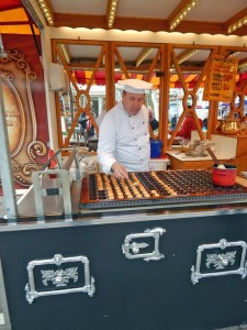 Waffelbäcker auf Wochenmarkt Domburg