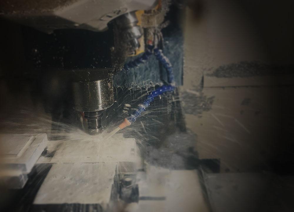 エッジラインバンパー用に新型の切削機械
