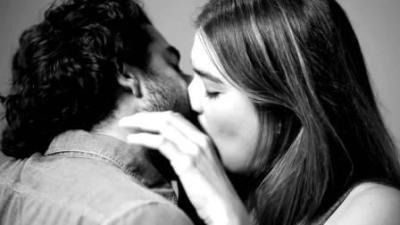как люди впервые целуются