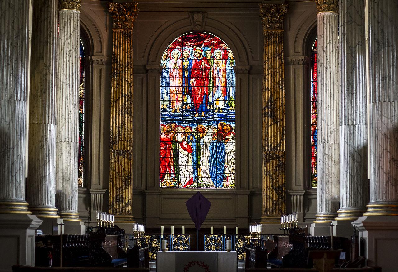 UK: Chrámy inspirují mladé ke konverzi