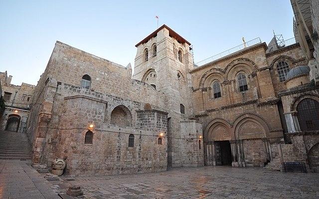 Představitelé EU vyzývají kbrzkému vyřešení sporu, který vedl kuzavření chrámu Božího hrobu. Kprotestu se přidali iluteráni