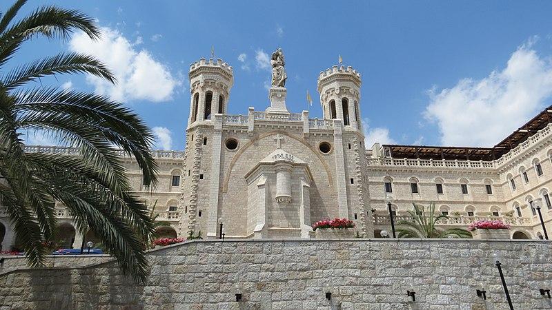 Jeruzalém mezi nebem azemí