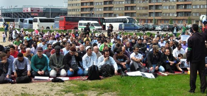 4.výročí policejního zásahu mezipražskými muslimy