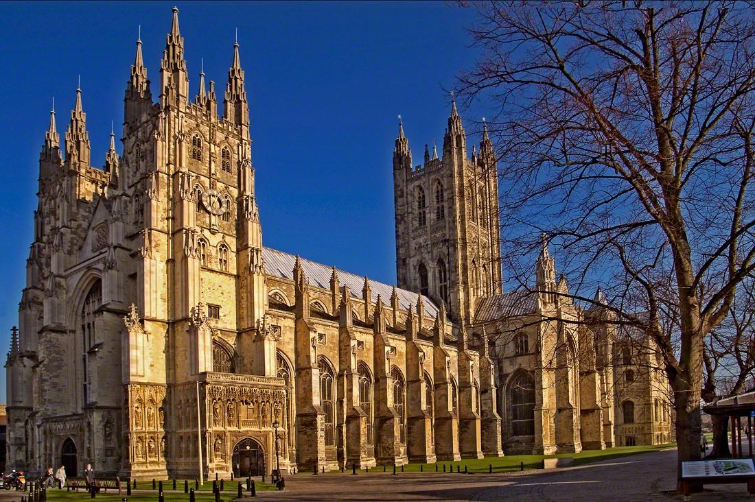 Postoj Britů kcírkvím: převažuje lhostejnost