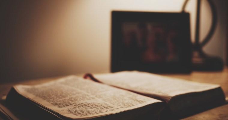 Gentlemen's Quarterly sa domnieva, že Biblia je preceňovanou knihou
