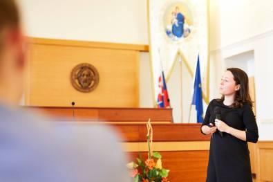 Dr. Kamila Klingorová prezentuje výsledky výzkumu religiozity u mladých lidí v Česku. Foto: Martin Dojčár