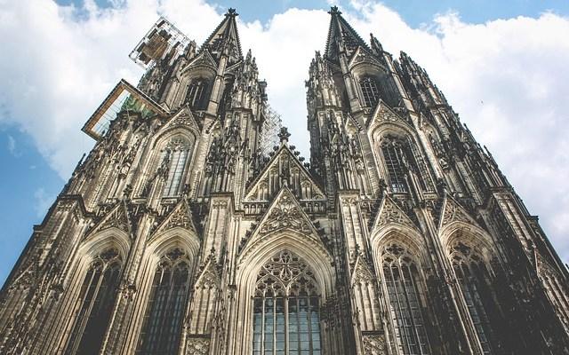 Církevní daň, oddělení církve astátu avíra vBoha vEvropě