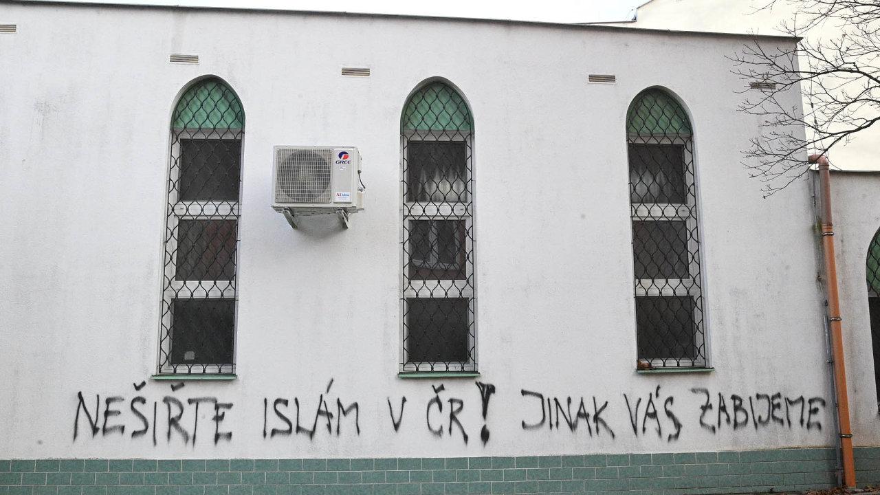 Neznámi vandali posprejovali brnenskú mešitu