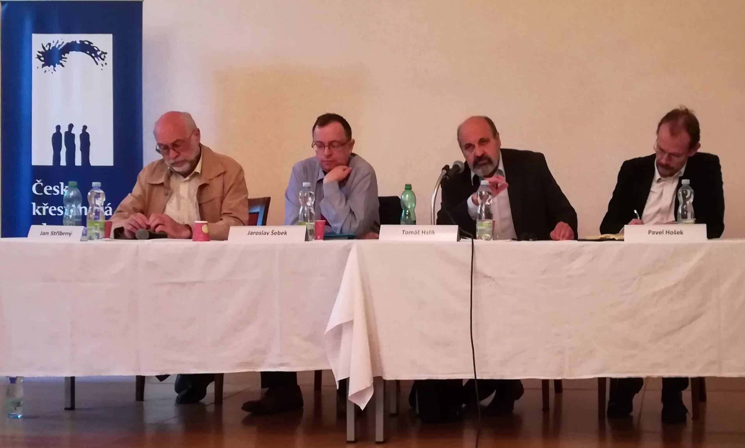 Česká křesťanská akademie uspořádala panelovou diskusi opandemii