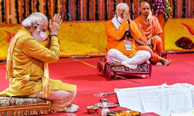 Indický premiér včera položil základní kámen Rámova chrámu