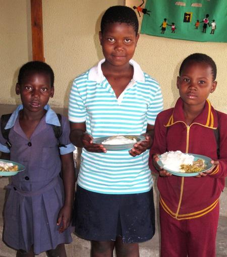 Die Kinder lassen es sich schmecken