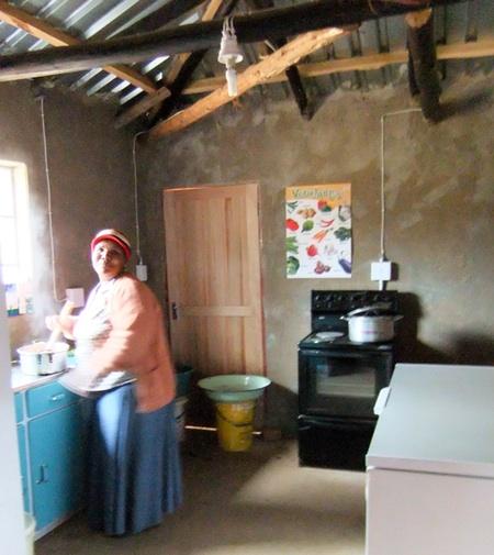 Die Küche mit eletrischem Herd