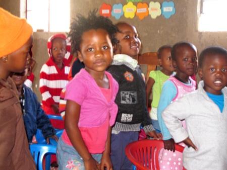 Die Kinder freuen sich über den Besuch