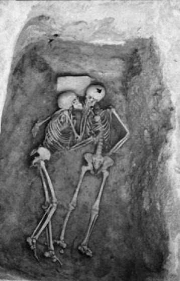 The-6000-year-old-kiss-found-in-Hasanlu-Iran