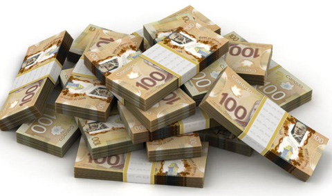 piles-de-billets-de-100-dollars-canadiens