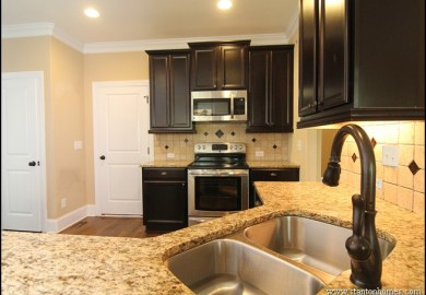 Kitchen Dark Cabinets Light Countertops