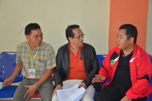 Dr. H. farihin, M. Pd disambut oleh Warek III IAIN PALU di Wisma Donggala.