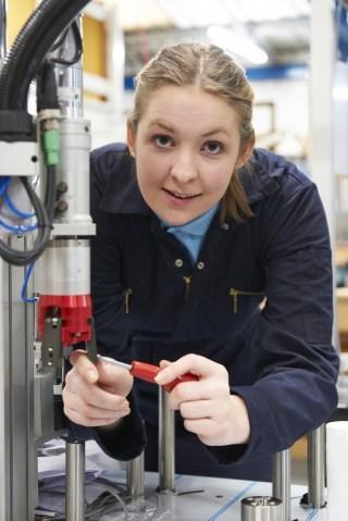 women-iin-manufacturing.jpg