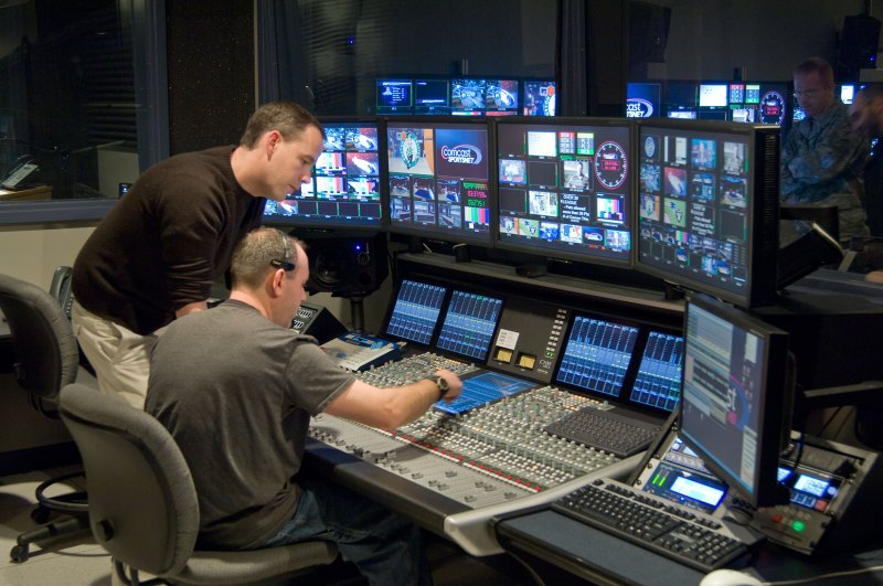 C100-HDS-Comcast-2_large