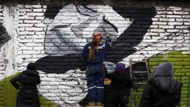 mural__homenaje_a_jara_hoyx_sxbado_13_de_septiembre_de_2014_-_efe