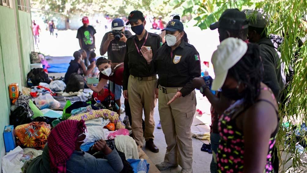 Agentes migratorios mexicanos ingresaron a un campamento de haitianos en Ciudad Acuña.