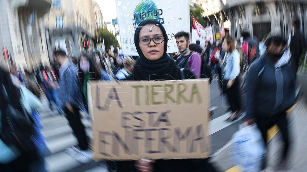 Miles de jóvenes ambientalistas, movimientos sociales y organizaciones políticas reclaman medidas urgentes para frenar el cambio climático. Foto: Raúl Ferrari